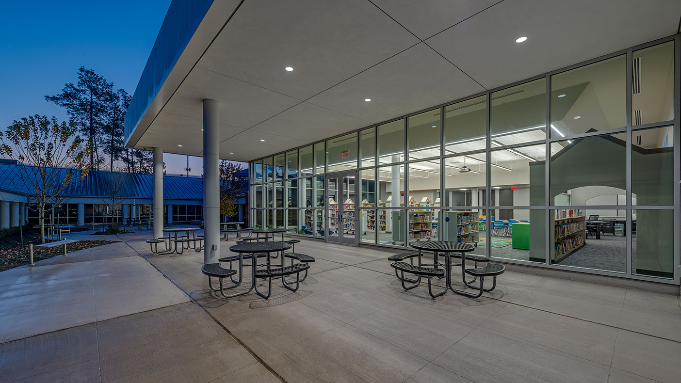 The design incorporated an outside space that is protected by the roof overhang giving the students and their teachers an outdoor space for learning.