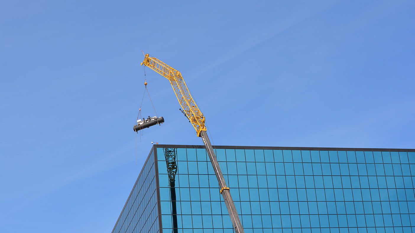 We designed the lift, rig, and safety plans to install the new 550-ton chiller above the 15-story building.