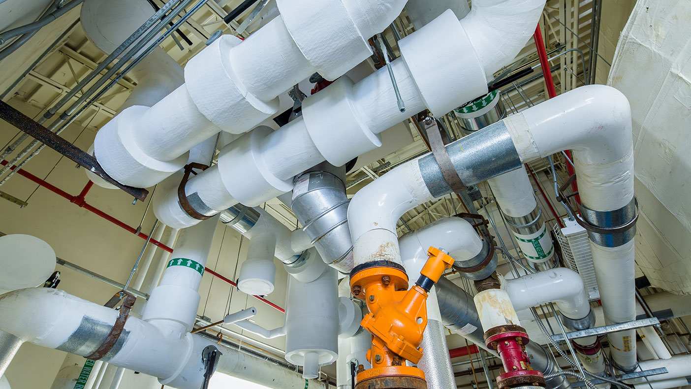 All essential chilled water plant piping modifications and connections were fabricated on site with engineering support to ensure a seamless shutdown and rapid start-up of the completed cooling plant.